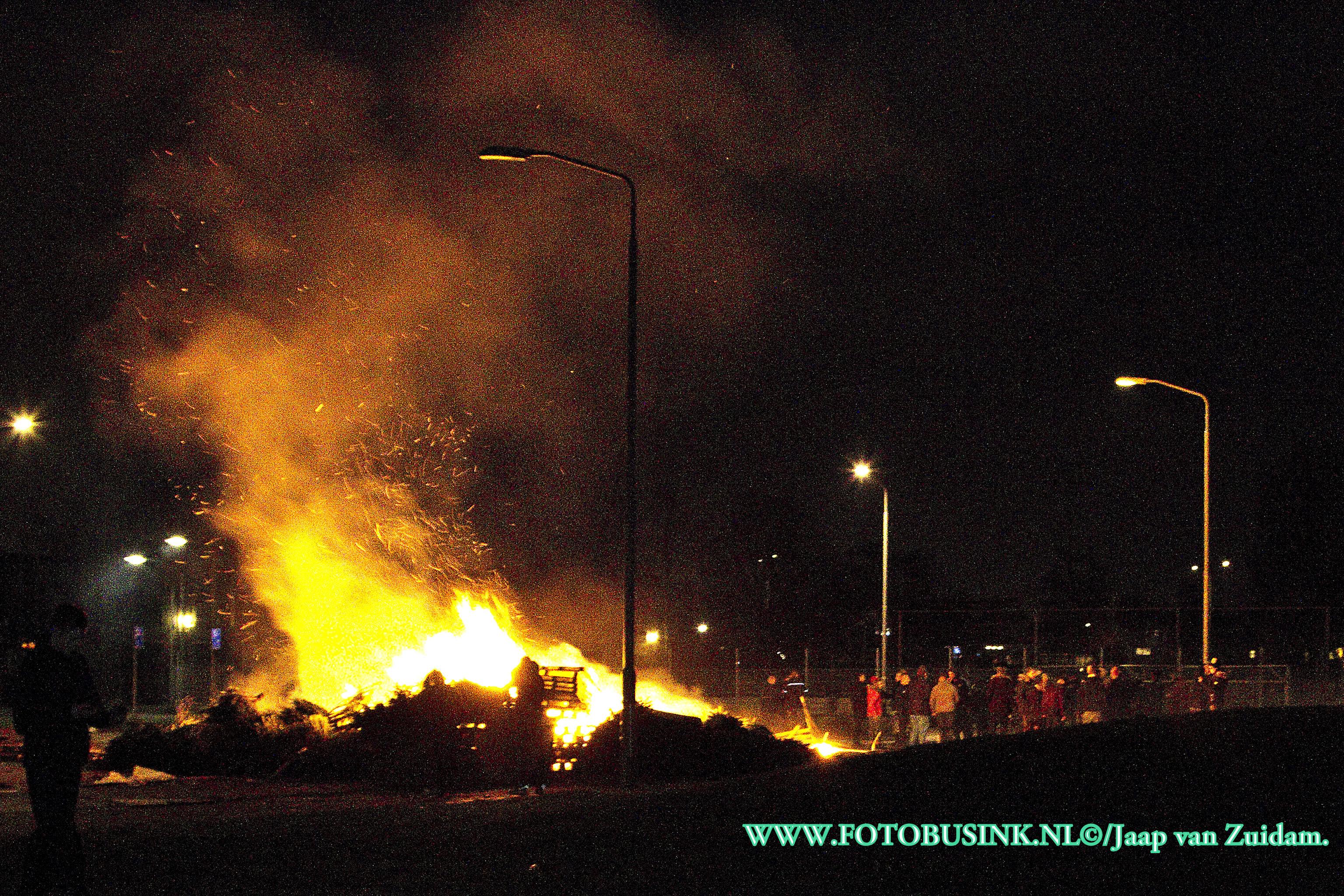 Vreugde vuur aan de Zeehavenlaan in Dordrecht.