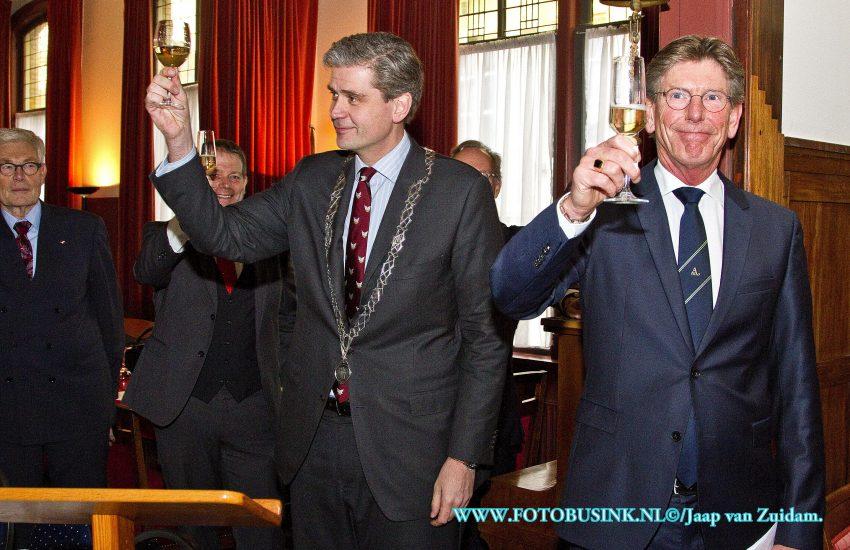 Burgemeester Kolff spreekt op lustrum Herensociëteit Amicitia.