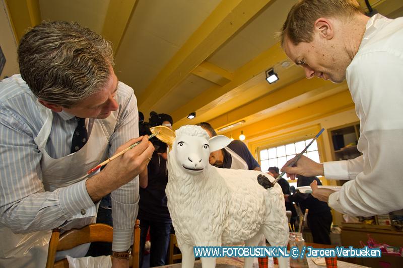 College van Dordrecht schilderen schapen bij studio Blijmakers.