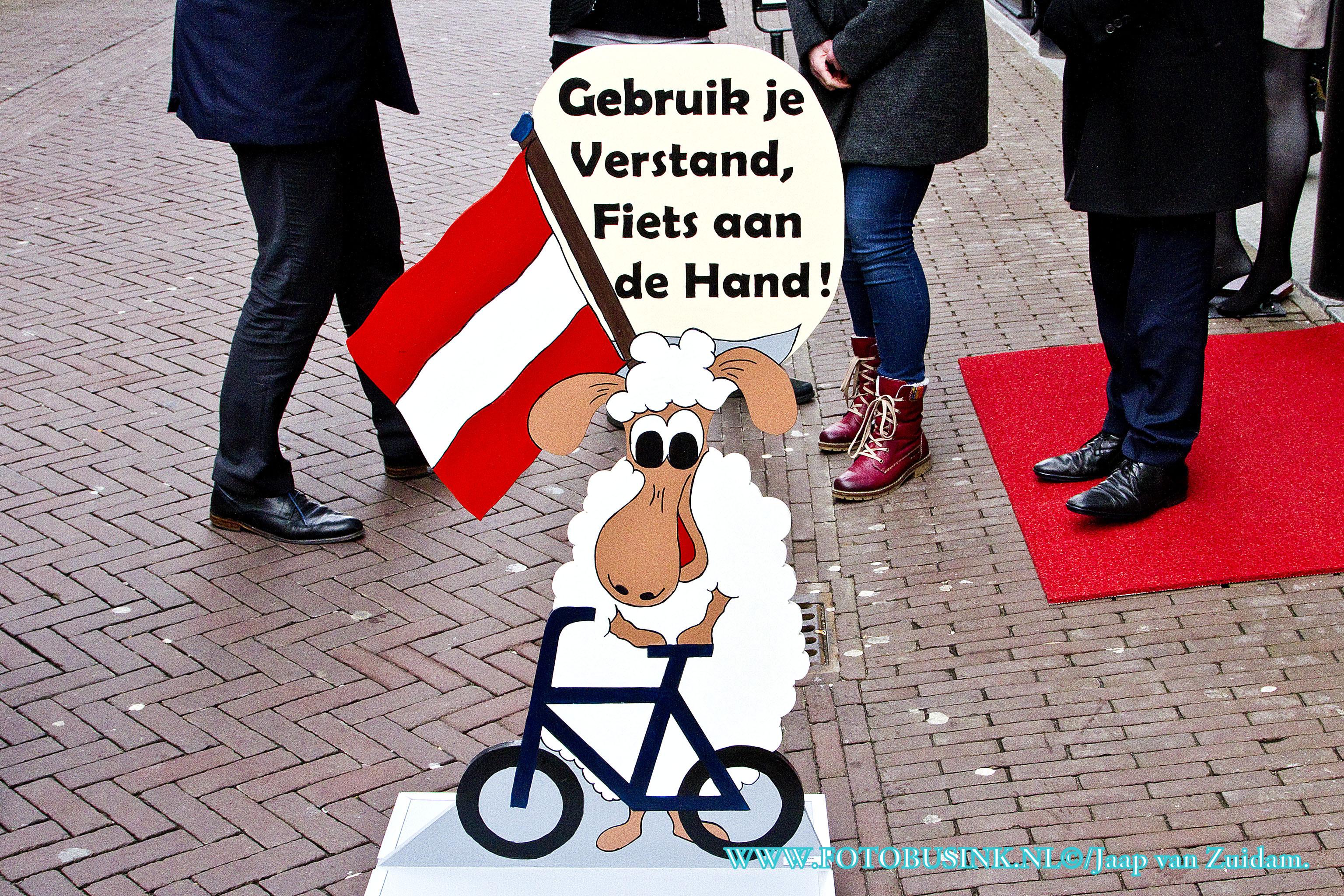 Nieuwe fietsborden in de binnenstad van Dordrecht.