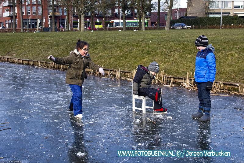 Gezellig schaatsen op het Leerpark in Dordrecht.