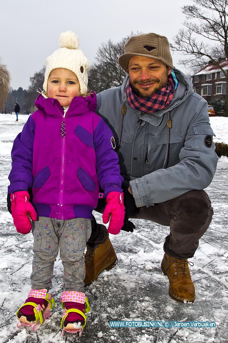 """Fotograaf bekogelen met sneeuwballen """"Altijd Leuk""""."""