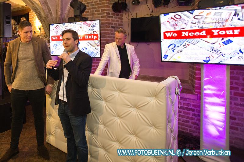 Rico Verhoeven bij 1 jarig jubileum van stichting Voor Sara in Dordrecht.