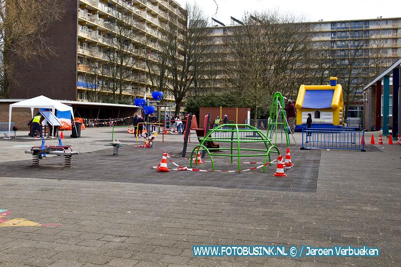 Leerlingen van OBS De Wilgen uit Sliedrecht enorm blij met de vrijwilligers van NL-doet.