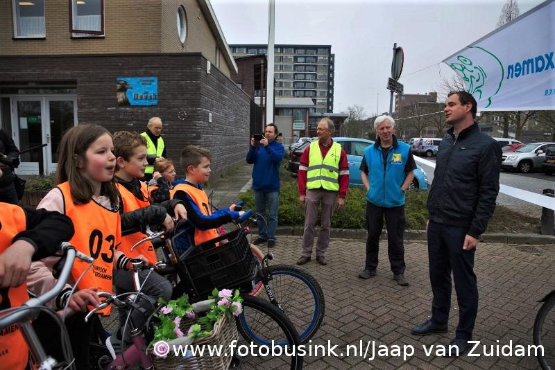 Wethouder geeft startsein fietsexamen OSB Roald Dahl