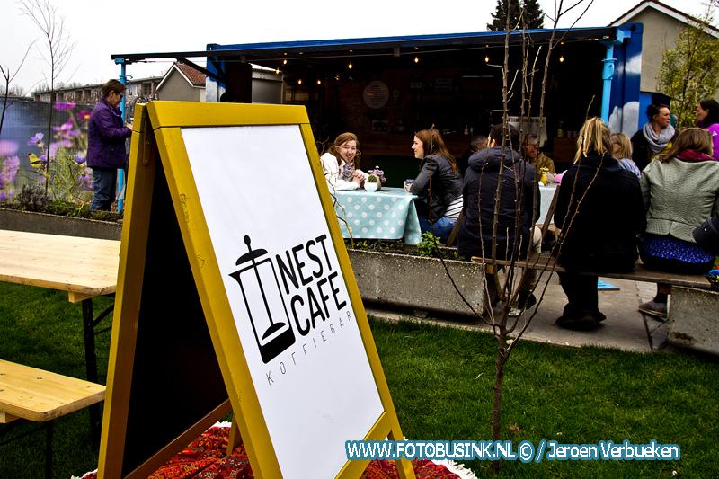 """Officiële opening voor koffiebar """"Nestcafe""""aan het Vogelplein in Dordrecht."""