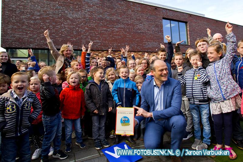 School Op Seef label voor de Ds. J. Bogermanschool in Dordrecht.