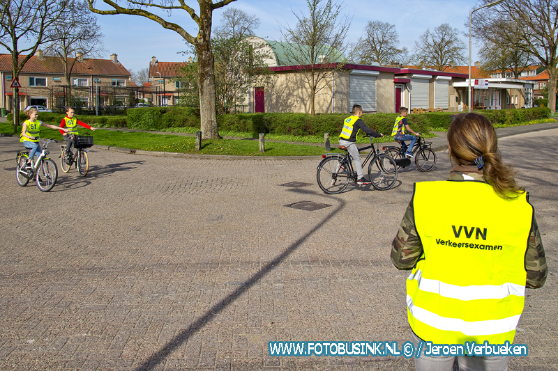Basisscholen in Alblasserdam doen hun praktisch verkeersexamen.