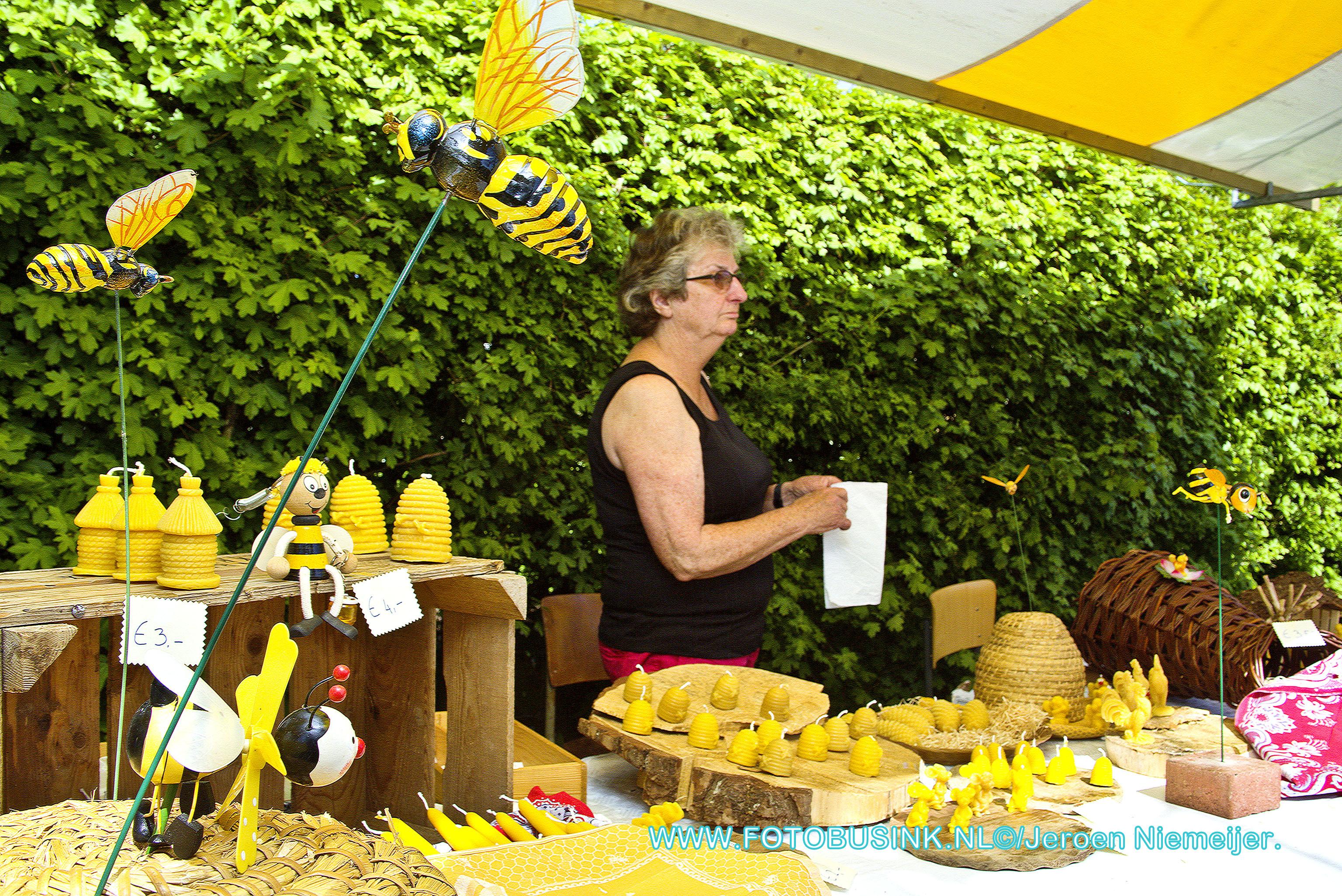 Bijenmarkt aan de Reeweg-Zuid in Dordrecht.