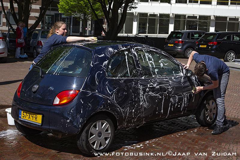 M25 organiseert carwash actie bij Sint-Antoniuskerk
