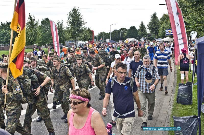 Wij zijn op zoek naar ......mensen die volgende maand mee doen met de Vierdaagse van Nijmegen .