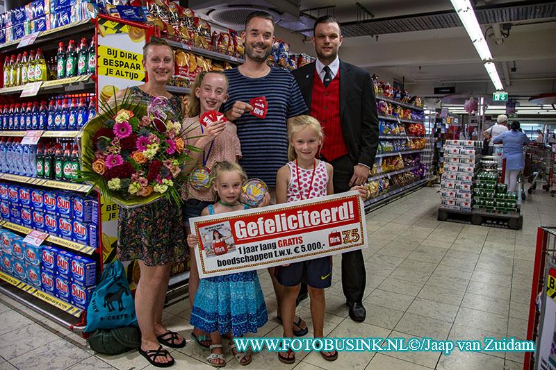 Dordts gezin wint 5000,00 euro aan cadeaubonnen bij de Dirk