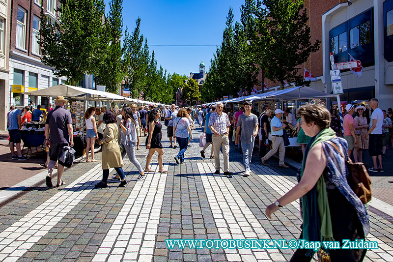 Boekenmarkt in Dordtse binnenstad