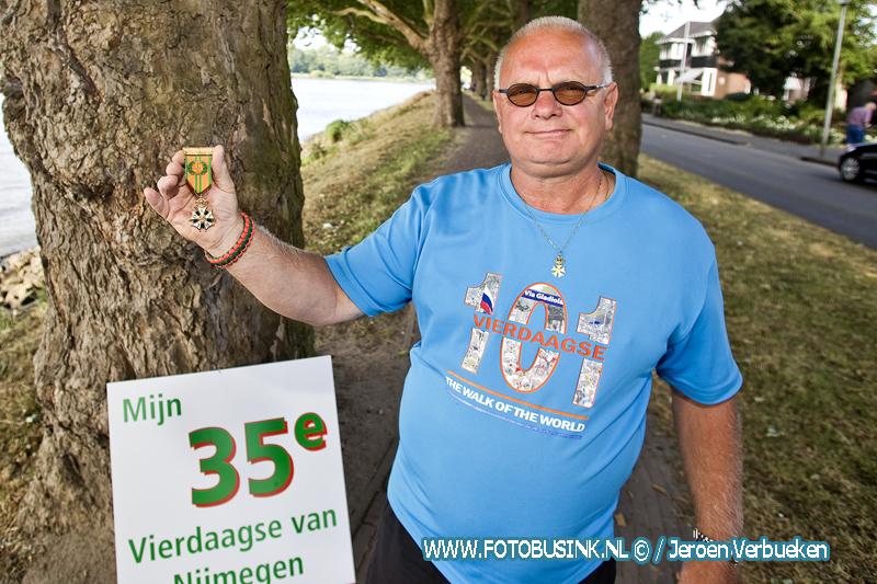 Ed Grootveld doet dit jaar voor de 35 ste keer mee met de vierdaagse in Nijmegen en heeft al ruim 14000 euro opgehaald voor het goede doel.
