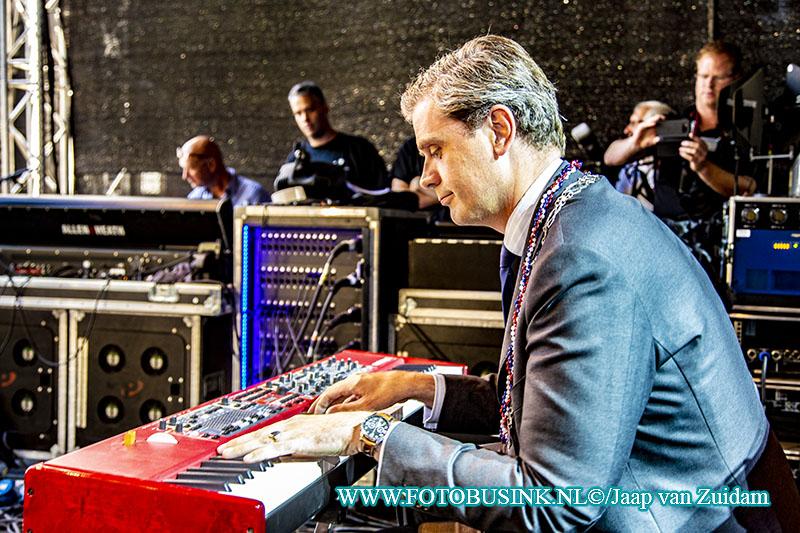 Wouter Kolff opent Big River op de piano