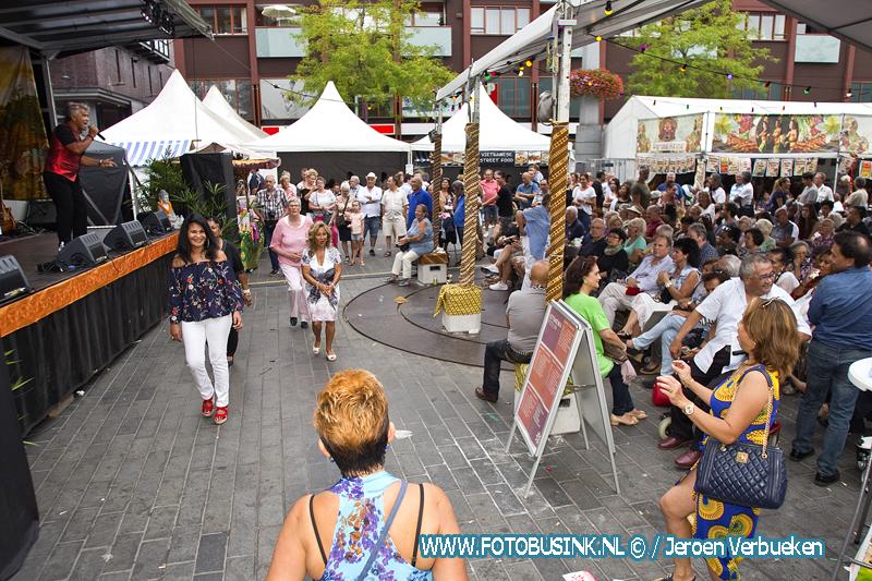 Muziek , gezelligheid ,dans en lekker eten tijdens Pasar Malam Istimewa in Dordrecht.