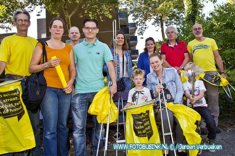 World Clean up Day in de wijk Stadspolders te Dordrecht.