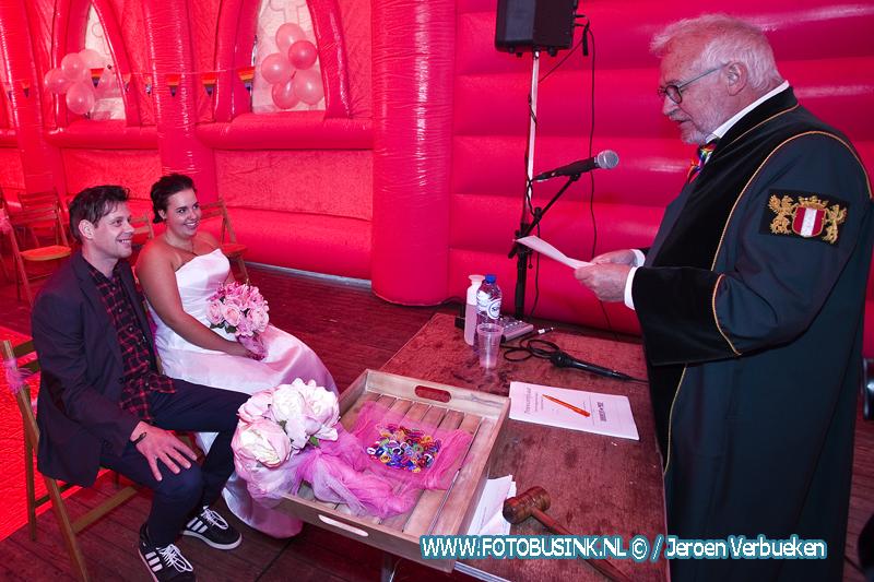 Trouwen voor 1 Dag in een Roze kerk op Beverwijcksplein in Dordrecht.