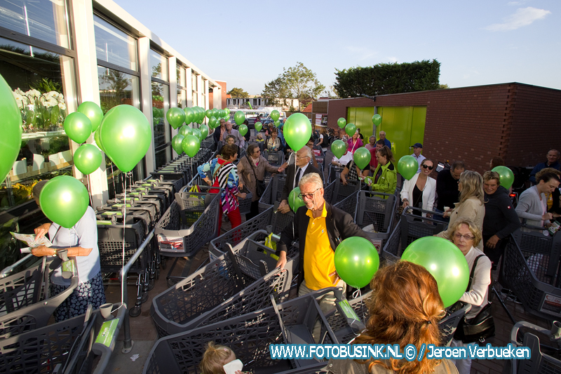 Supermarkt Plus 't Lam in Dubbeldam na verbouwing weer heropend.