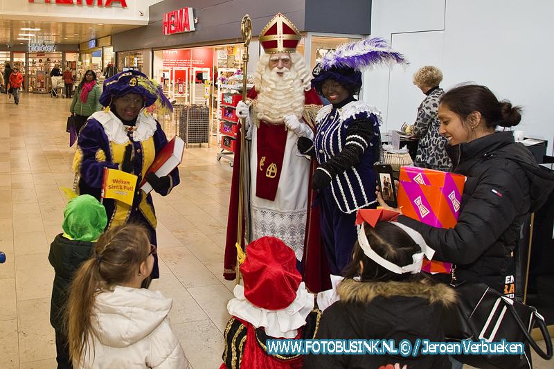 Het huis van Sinterklaas in winkelcentrum Sterrenburg