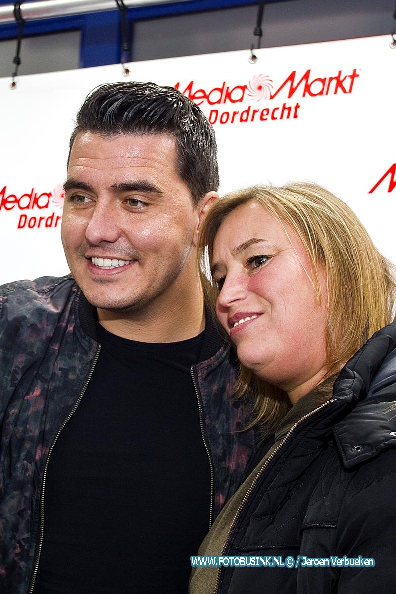 Jan Smit signeert nieuw album in Dordrecht.