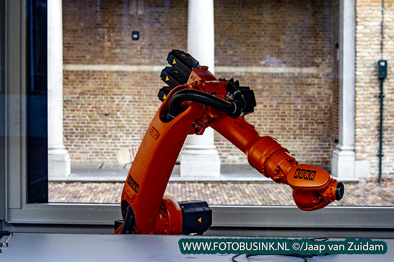 Robotarm wacht op de koning