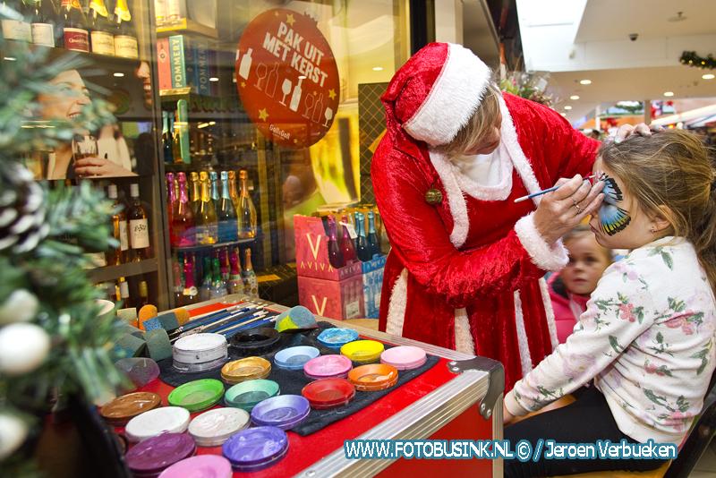 Kerstmarkt in winkelcentrum Makado in Alblasserdam.