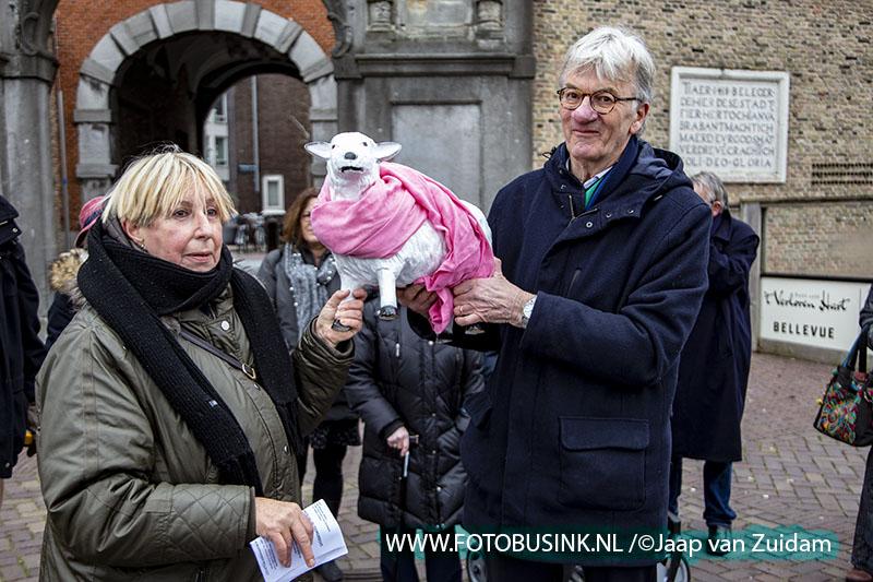 Zonen van Dordrecht dragen stokje over aan Dochters van Dordrecht