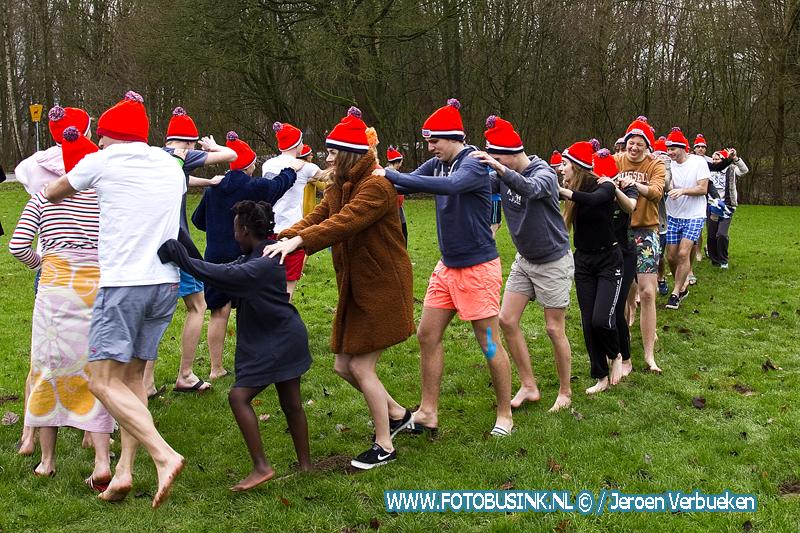 Nieuwjaarsduik in de Dordtse Merwelanden.
