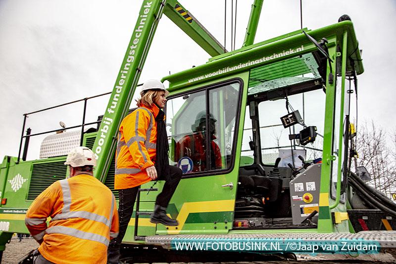 1ste paal aansluiting A16/N3 door minister Van Nieuwenhuizen