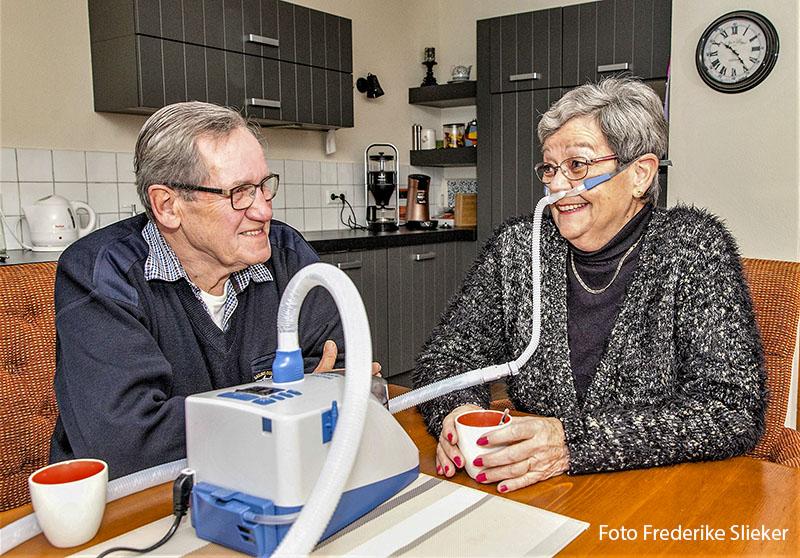 Patiënt met ernstige COPD krijgt ademhalingsondersteuning thuis
