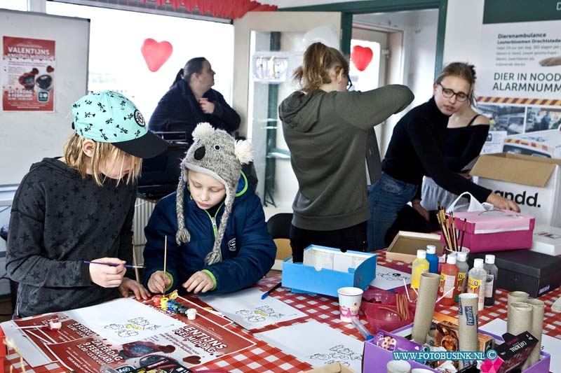Valentijnsdag knutselen bij het Dierenasiel in Dordrecht