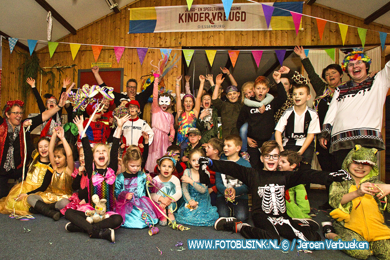 Kindercarnaval bij Speeltuinvereniging Kindervreugd in Giessenburg.