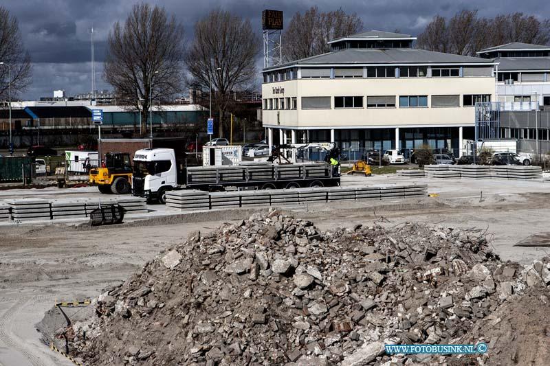 Busremise in aanbouw aan de Weeskinderdijk in Dordrecht.