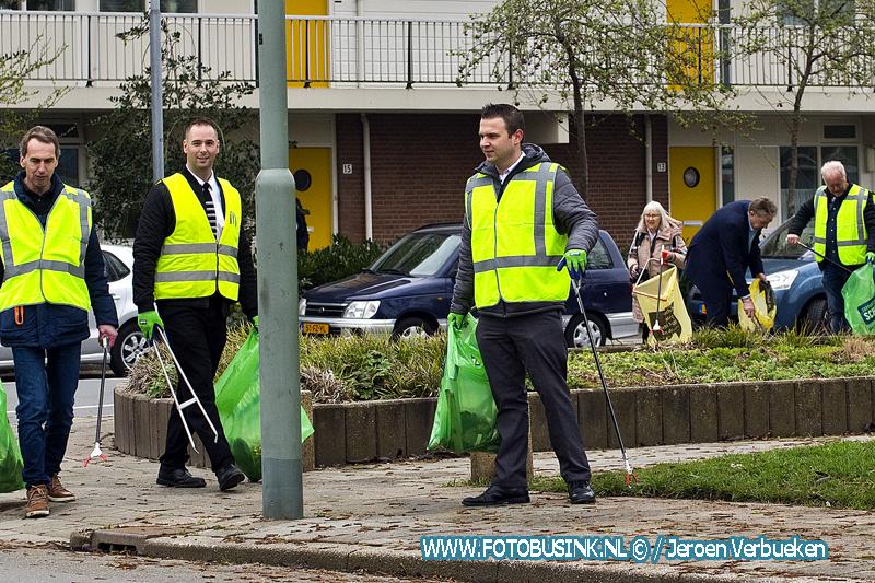 Schoonmaakprikactie op de Staart in Dordrecht.