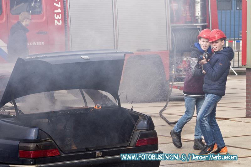 leerlingen techniekroute op bezoek bij brandweer Bleskensgraaf.