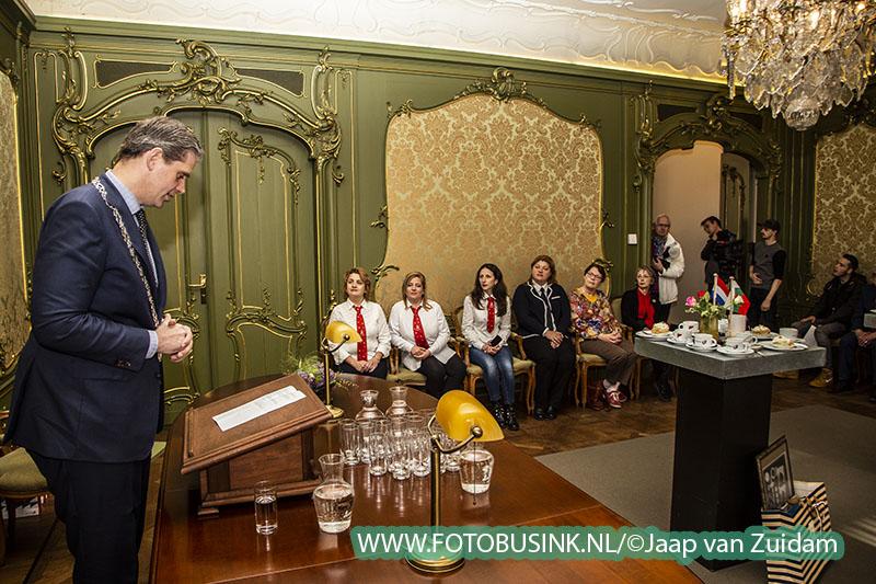 Burgemeester Kolff ontvangt groep leraren uit Bulgarije
