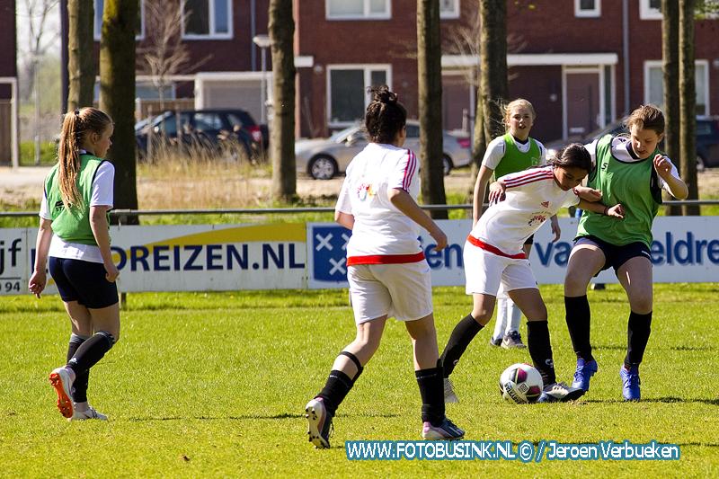 Schoolvoetbaltoernooien weer begonnen in Dordrecht.