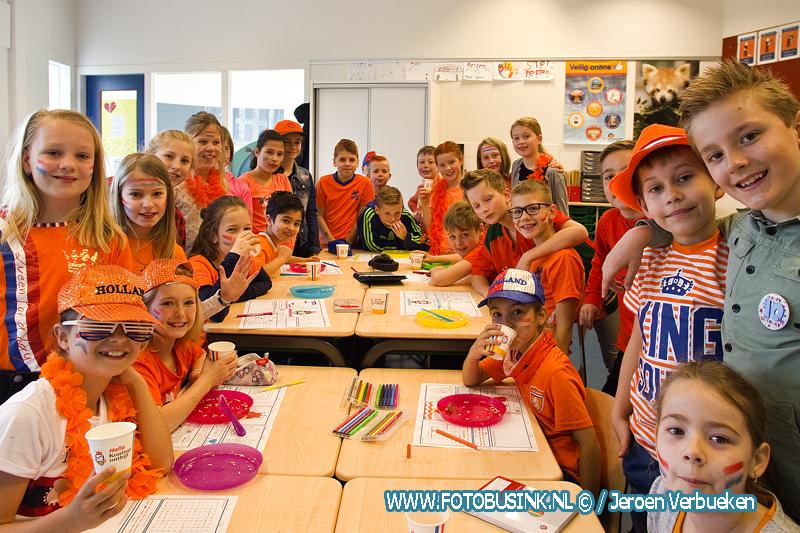 Koningsspelen en ontbijt bij basisscholen de Anne de Vries en de Roald Dahl in Sliedrecht.
