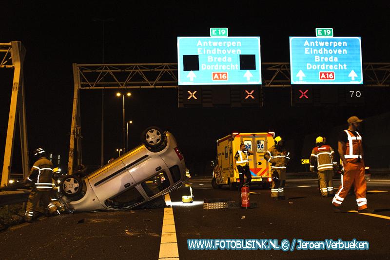 Auto op zijn kop na ongeval op Rijksweg A16 Zwijndrecht.