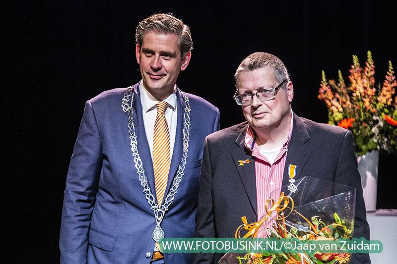 Tien Dordtenaren ontvangen Koninklijke onderscheiding