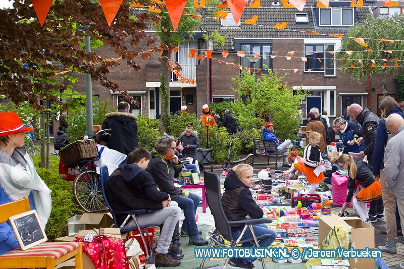 Oranjefeest op het Remmersteinplein in Dordrecht