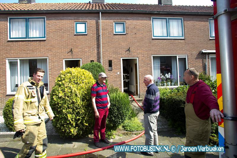 Waterleiding kapot in woonhuis aan de Merelstraat in Papendrecht.