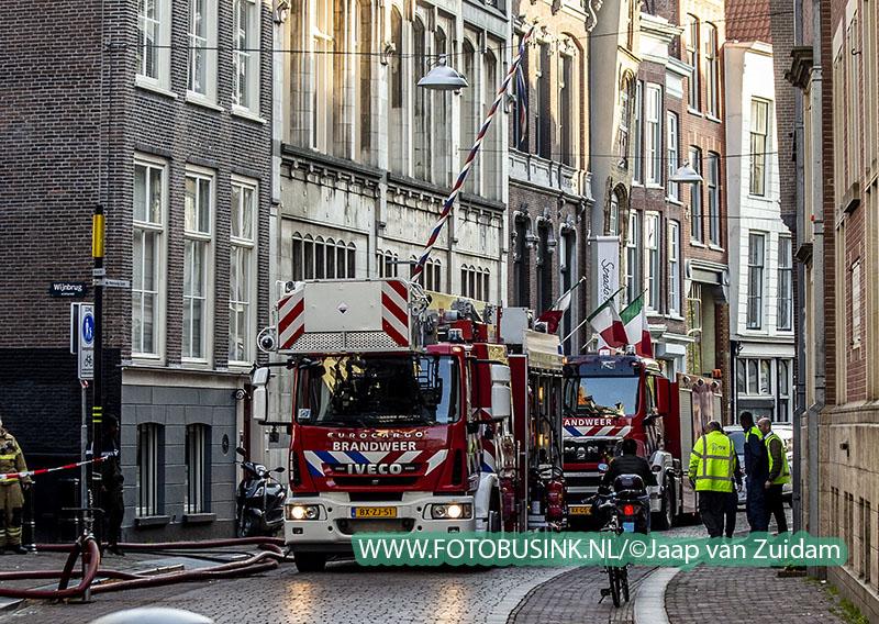 Twee pleziervaartuigen uitgebrand in de binnenstad van Dordrecht