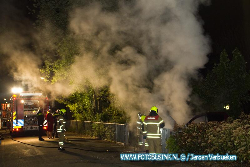 Autobrand aan de Zuidendijk in Dordrecht.