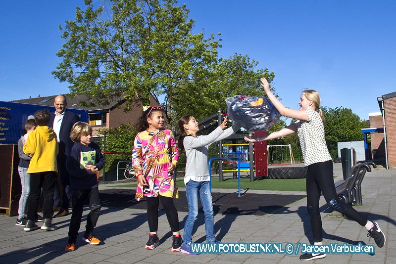 Start scholenwedstrijd textielinzameling in Dordrecht.