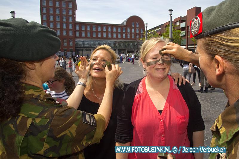 Landmachtdag op het Statenplein in Dordrecht