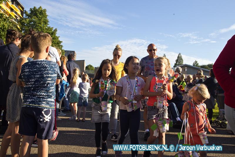 Deelnemers laatste loopdag avondvierdaagse Sliedrecht feestelijk ontvangen.