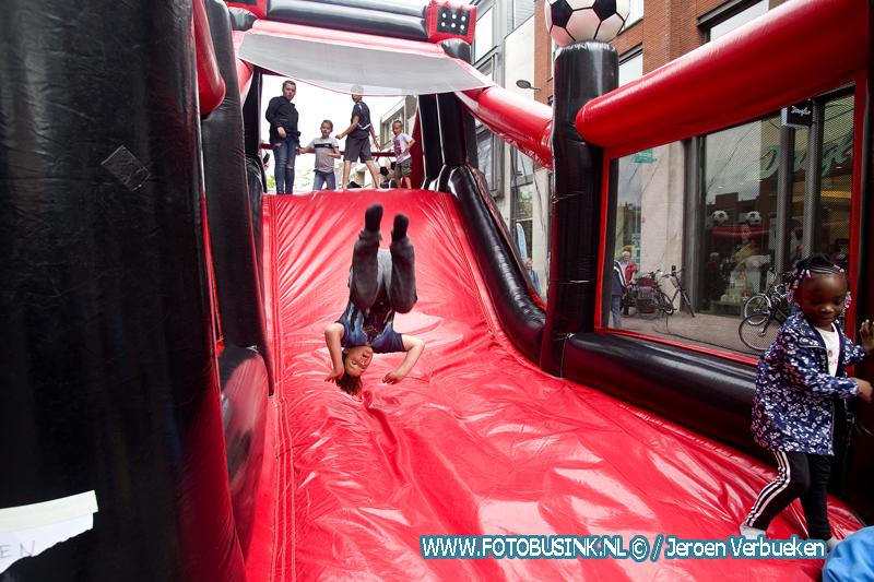 Springkussenfestival op het Statenplein in Dordrecht.