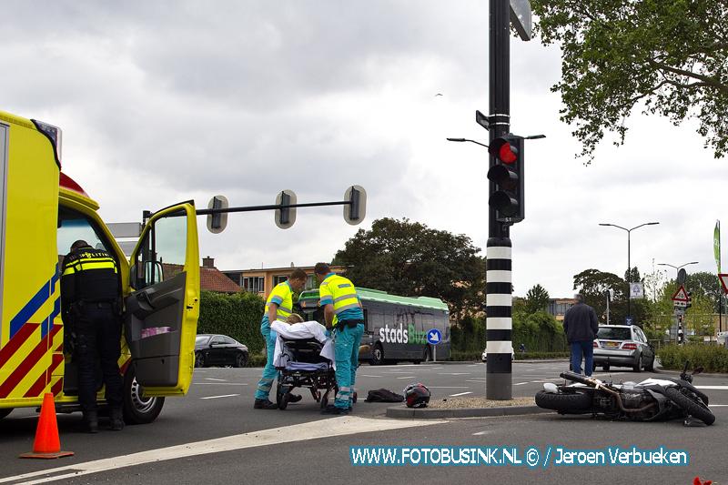 Bestuurder van motor gewond naar ziekenhuis na ongeval Merwedestraat.